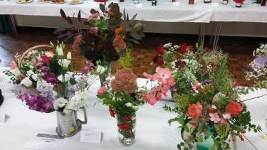 flowers pint pot